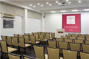 חדר ישיבות מלון לאונרדו קלאב טבריה