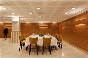 חדר ישיבות מלון פרימה המלכים