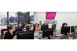 חדר ישיבות כיתות לימוד ממוחשבות - מכללת מנטור